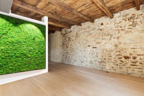 NATURADOR® pole moss wall in stone cottage; NATURADOR® Kugelmoos-Wand in Steinhaus
