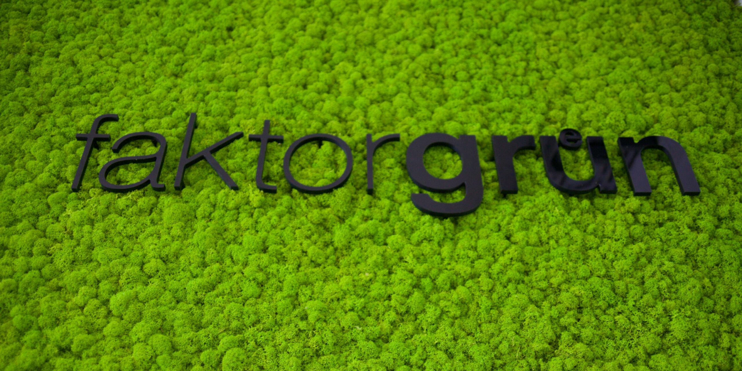 Naturador bei faktorgruen Logo auf Islandmoos